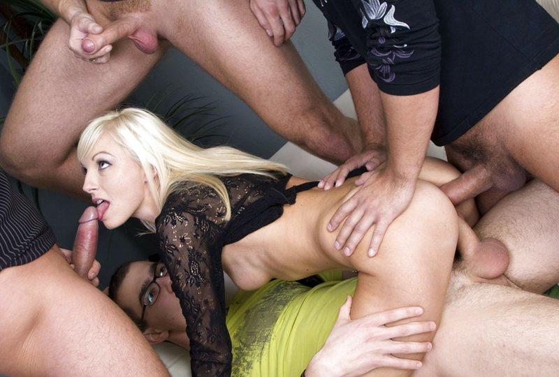 Лесбиянки блондинки красивые груди собой, прозвучало